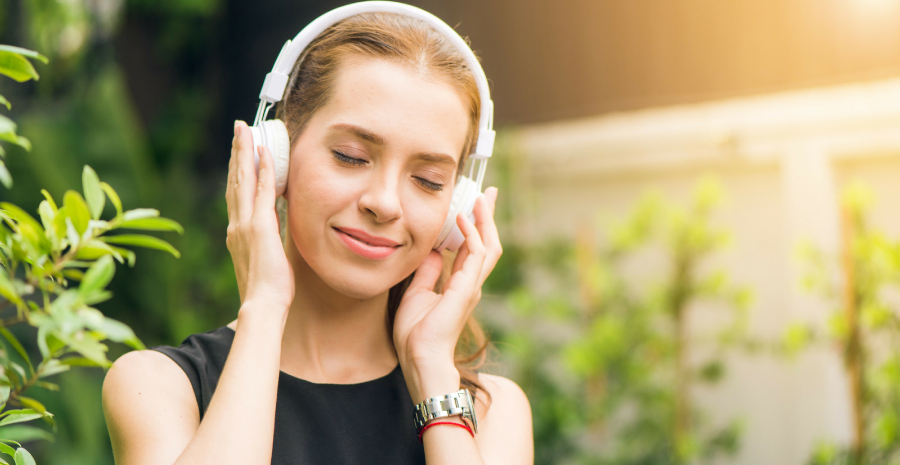 A Beautiful Sming Woman get relaxed while listening music.